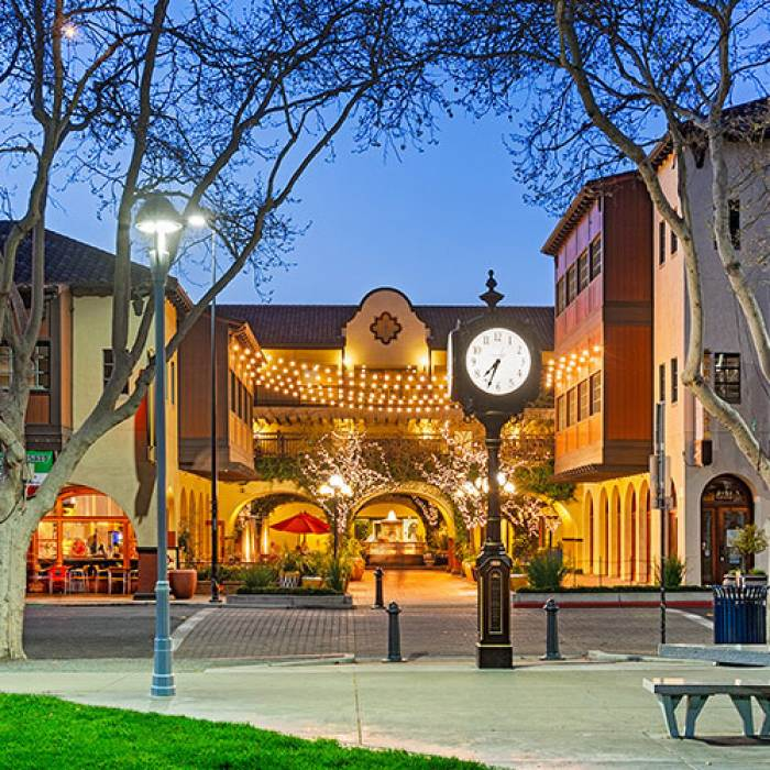 todos santos plaza at night